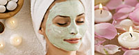 Frau mit Kosmetikmaske